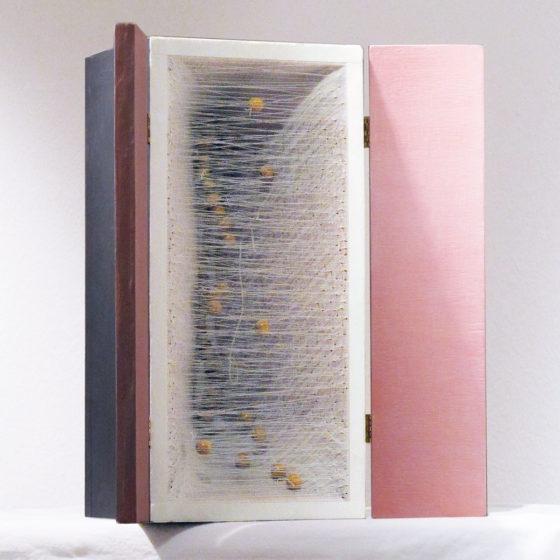 Coffret collier, bois, étoffe et fils, 40x18x18 cm