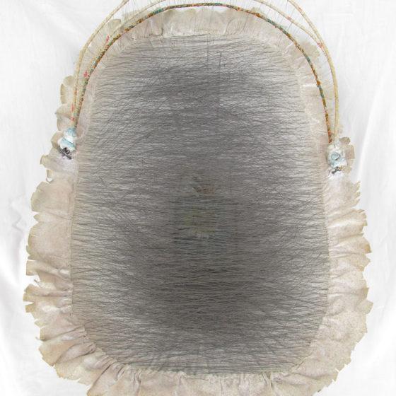 Culla vuota, étoffe et fils, 52x35x30 cm